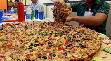 How Many Inches Is a Large Pizza: Guide on Pizza Sizes